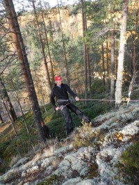 Harjoittelua kalliolaskeutumiseen